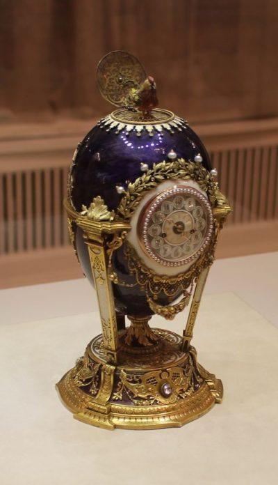 Cockerel (Fabergé egg), Guy Fawkes, CC BY-SA 2.0, via Wikimedia Commons.